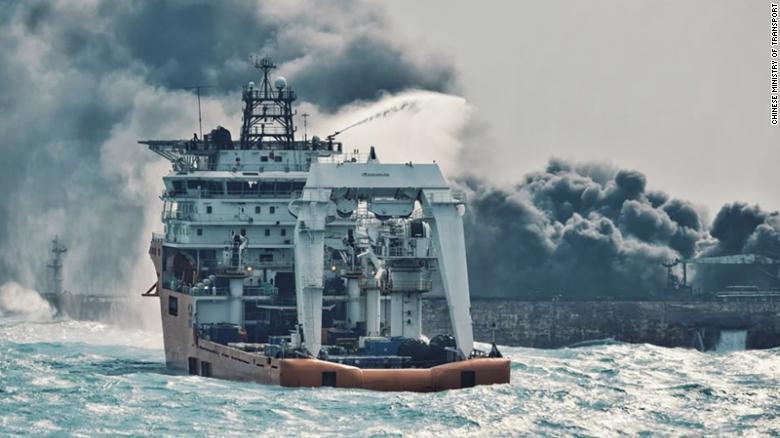 Se hunde el barco petrolero que estaba en llamas en el mar del este de China- Noticias Latinos en Alberta-Noticias Calgary Canada